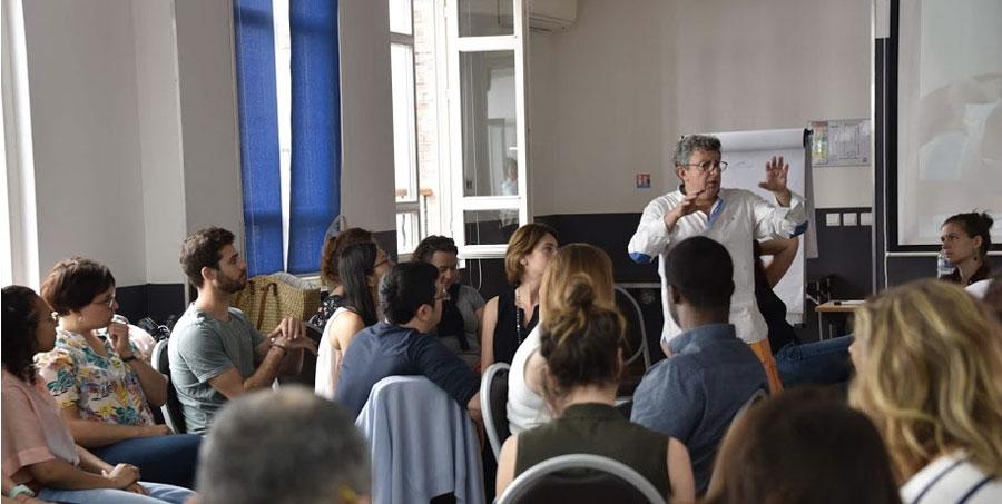 https://www.medecines-douces.com/agenda/Paris-Formation-a-l-Hypnose-Medicale-2eme-Session_ae703652.html