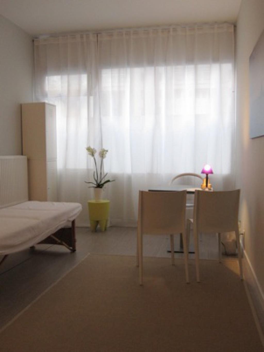 beau cabinet partager pour psychologues et th rapeutes paris 75018 montmartre petites. Black Bedroom Furniture Sets. Home Design Ideas