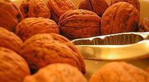 Une étude américaine conclut qu'un régime riche en noix réduirait la survenue des cancers du sein. (Malaurie Family)