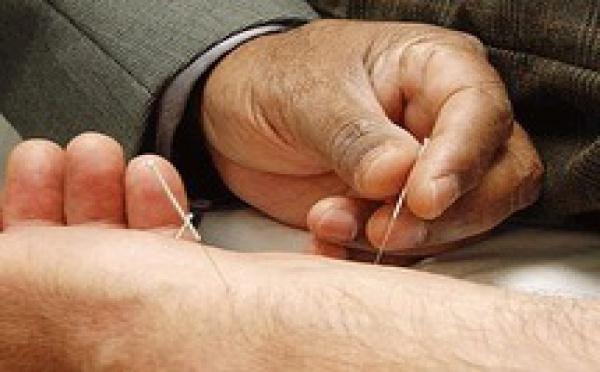 Suisse: les médecins se formeront à la médecine complémentaire